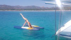 Yoga-sailing auf Stand-Up-Paddel