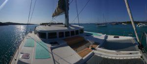 Yoga-Sailing an Deck von Lagoon500