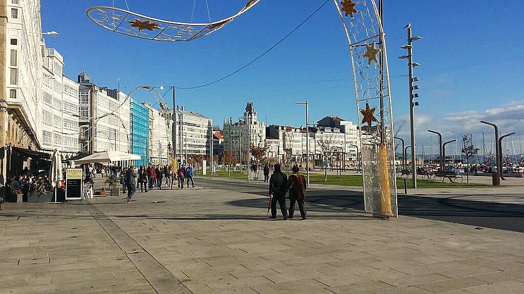 Hausreihen vor dem Club Nautico La Coruña